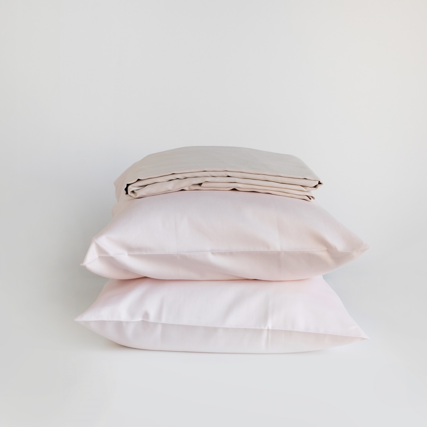 2 pillows + sateen sheet