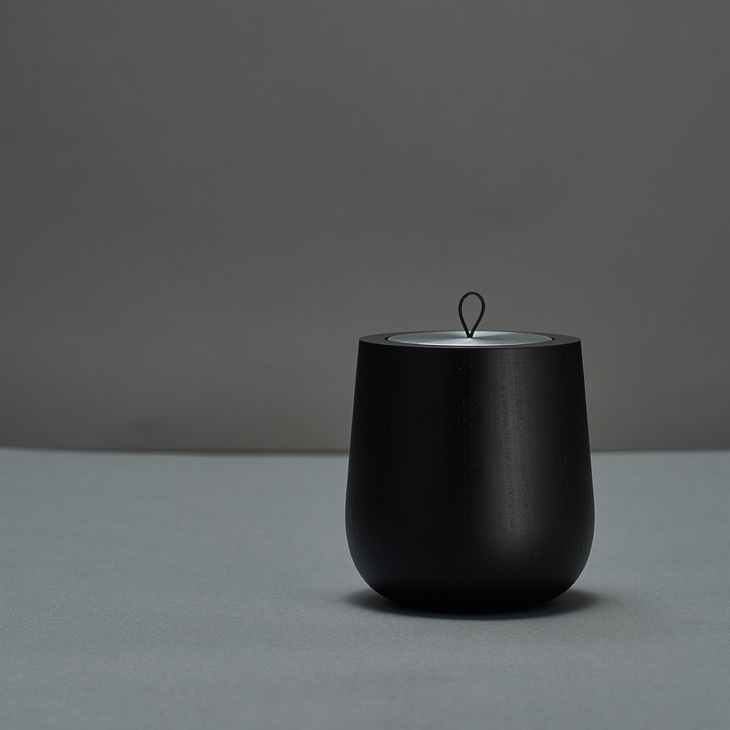 Hypsoe Black Wooden Scented Candle
