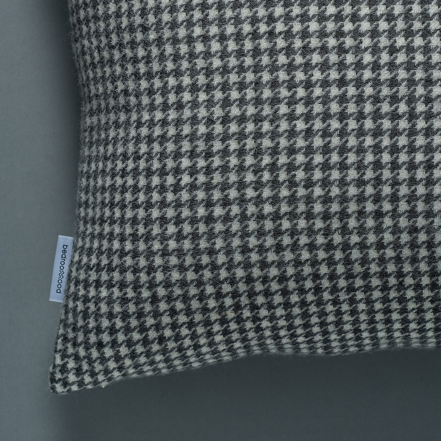 Decorative cushion (Houndstooth weave)  - White & Grey